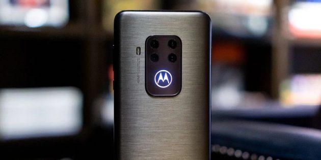 логотип с подсветкой Motorola One Zoom
