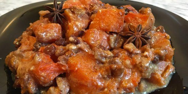 Тыква в духовке, запечённая в сливках с орехами, изюмом и пряностями