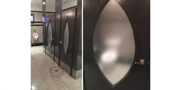 туалет с полупрозрачным стеклом