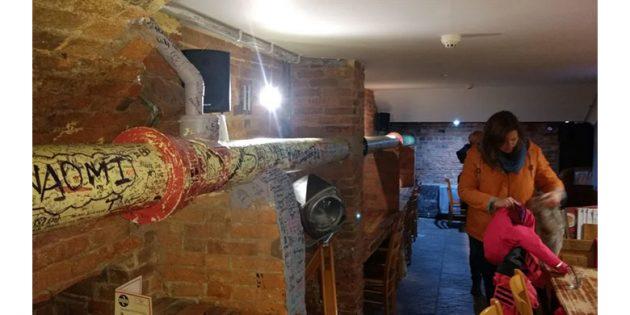 канализационная труба в ресторане