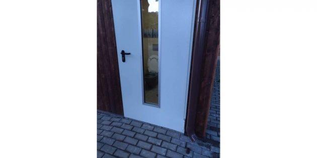 прозрачная дверь в туалет