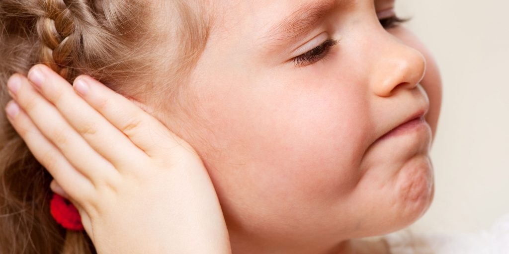 У ребенка болит ушко чем лечить