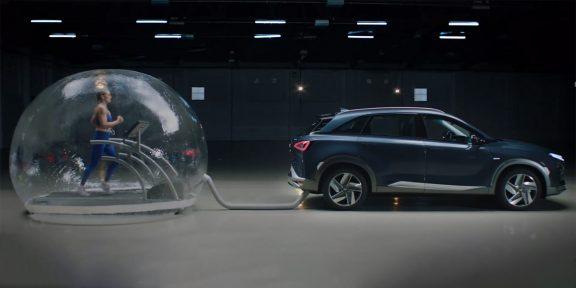 Видео дня: олимпийская чемпионка бежит в пузыре, наполненном автомобильными выхлопами