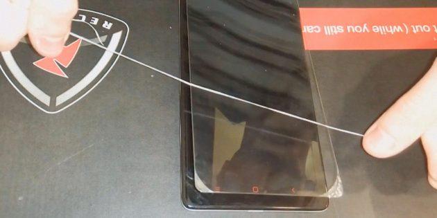 Как снять защитное стекло с телефона: продолжайте протягивать нить