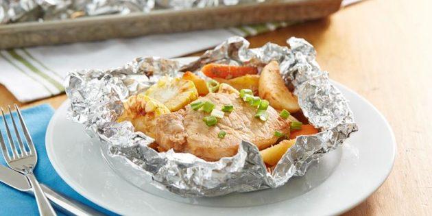 Свинина с картошкой и кукурузой в фольге в духовке