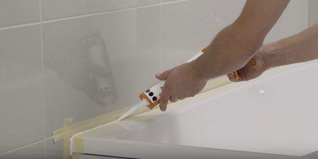 Установка ванны своими руками: Оформите стык борта по контуру