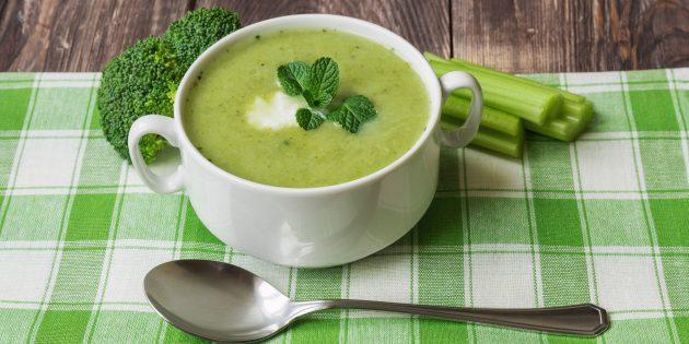 Суп-пюре из брокколи с мятой и рикоттой по рецепту Джейми Оливера