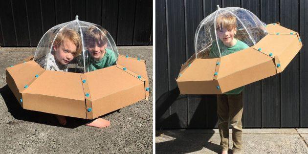 костюм летающей тарелки из картона и зонтика