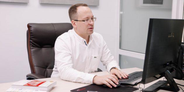 Рабочее место Павла Токарева, основателя студии локализации игр INLINGO