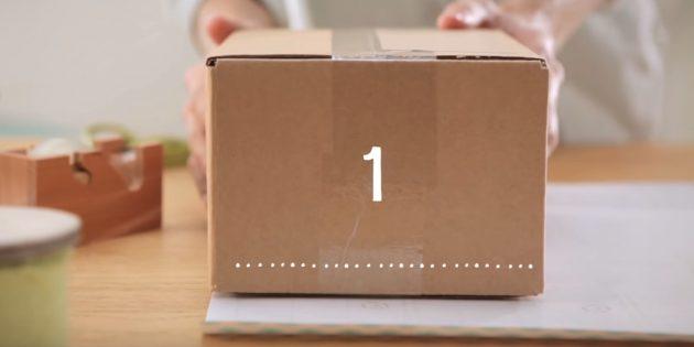 Поставьте подарок на край бумаги