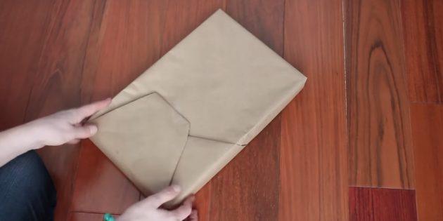 Приклейте другую часть бумаги
