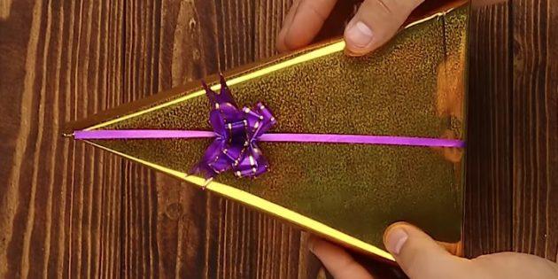 Как упаковать подарок в форме треугольника