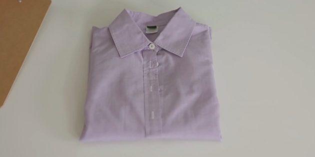Как сложить рубашку рукавами наверх с помощью листа бумаги