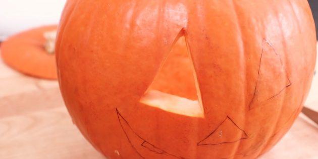 тыква на хеллоуин: удалите вырезанную часть