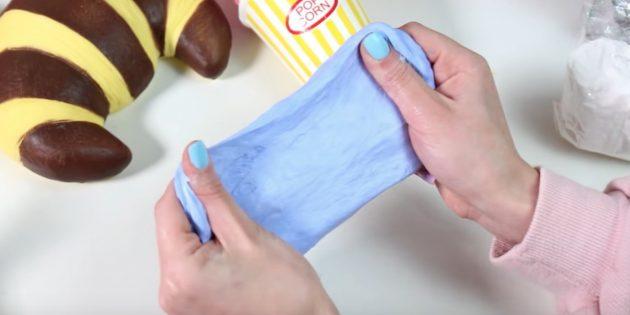 Как сделать слайм без клея из маски-плёнки, пены для бритья, освежителя и соды