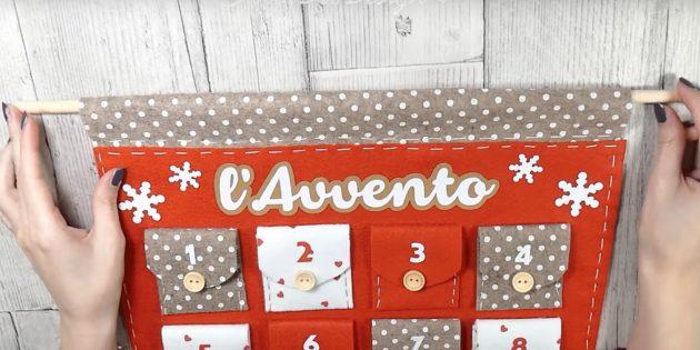 Адвент-календарь своими руками: Возьмите деревянную палочку или ветку и заверните за неё верхний край календаря