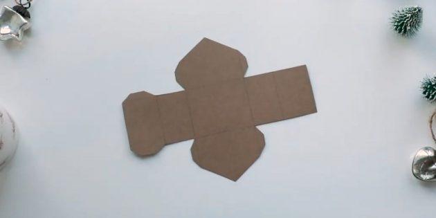 Адвент-календарь своими руками: Распечатайте на картоне шаблоны домиков. Вырежьте детали по контуру.