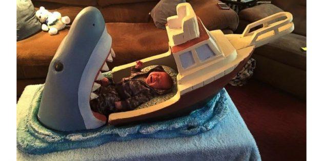 кровать с акулой