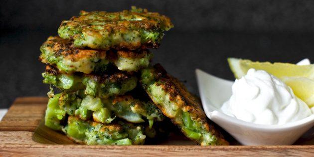 Оладьи из брокколи с пармезаном: простой рецепт