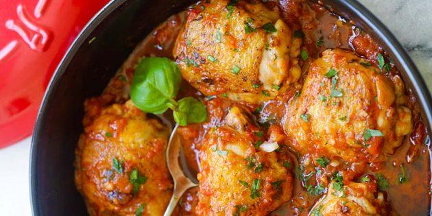 Тушёная курица в томатном соусе