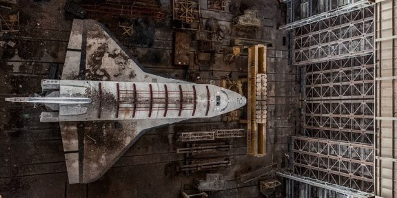 В Twitter появился новый крутой тред о поездке на кладбище космических кораблей Байконур