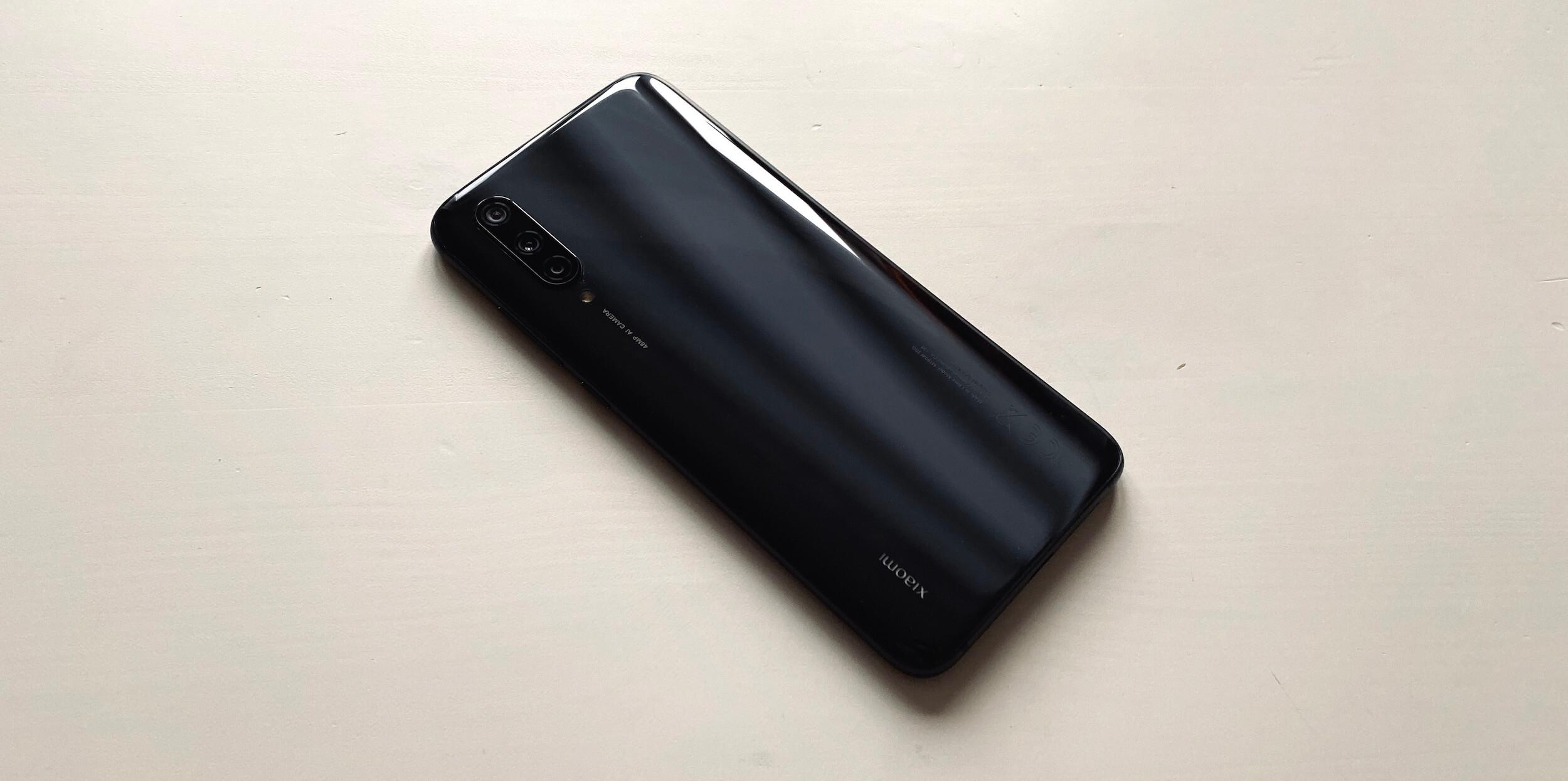 Xiaomi Mi 9Lite: задняя панель