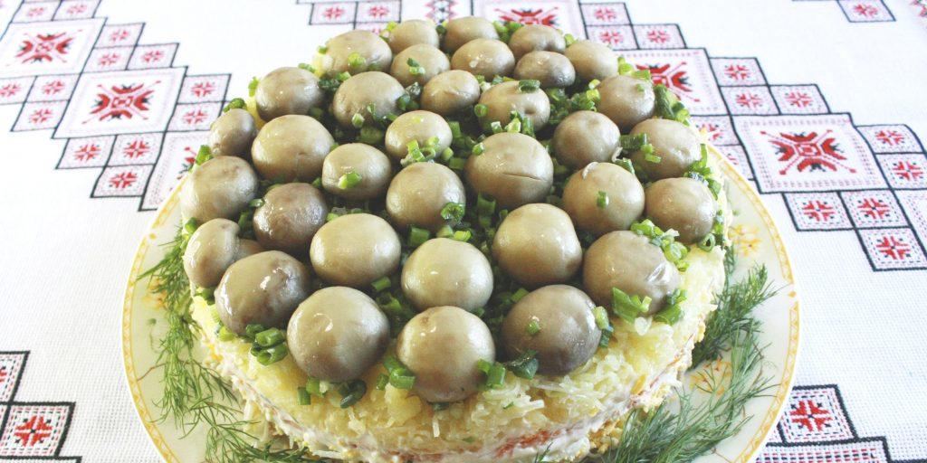 Какой можно сделать салат из маринованных шампиньонов