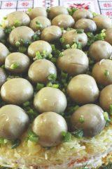 10 вкусных и сытных салатов с шампиньонами
