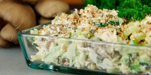 Салат с грибами, огурцами и яйцами: простой рецепт
