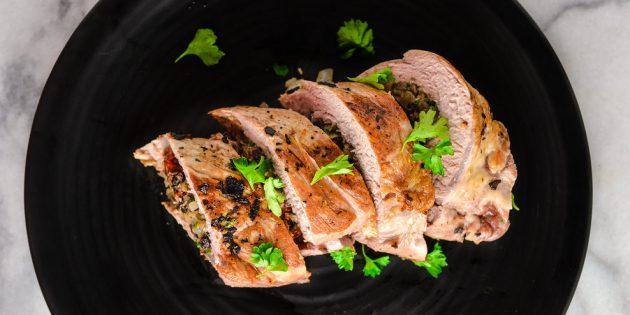 Мясной рулет из свинины с грибами и вялеными помидорами