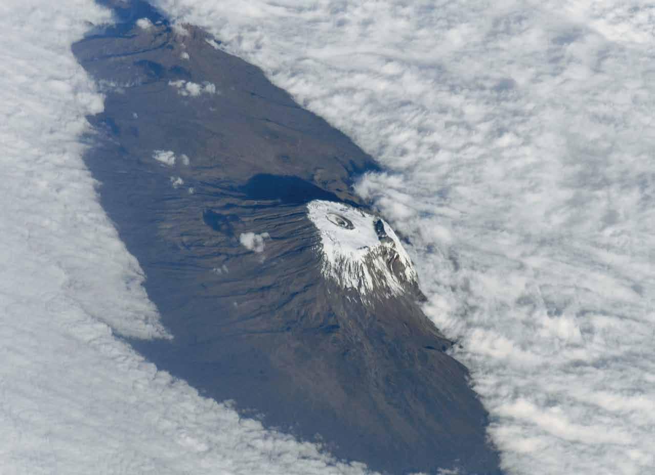 Фото Земли из космоса: Килиманджаро