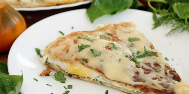 Как приготовить яичницу-глазунью в лаваше с сыром