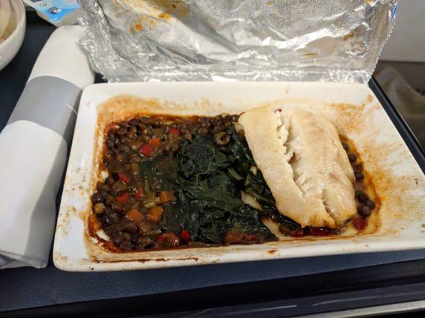 Говядина или курица? 11 примеров отвратительной еды из самолётов