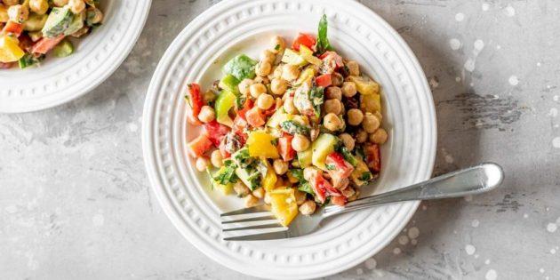 Салат с болгарским перцем и нутом: простой рецепт