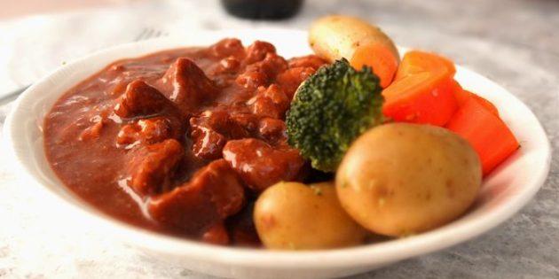Как приготовить гуляш из свинины и говядины с пивной подливкой