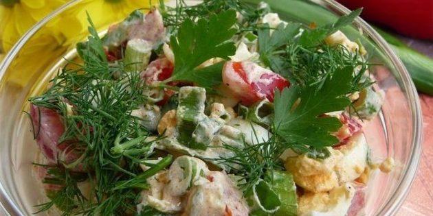 Салат с болгарским перцем, яйцами и зелёным луком