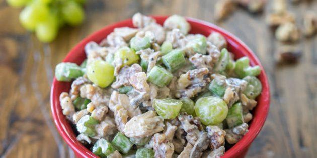 простой рецепт салата с грибами, орехами и виноградом