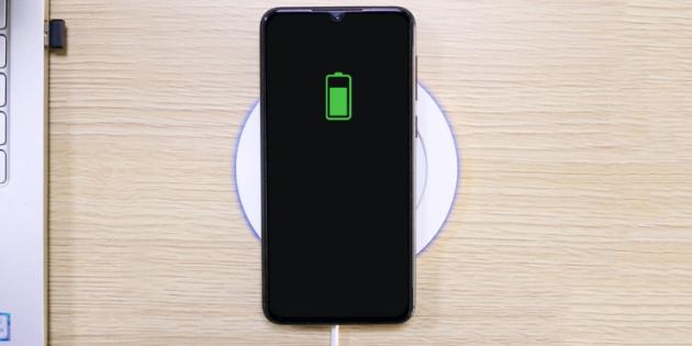 Xiaomi выпустила кружку с подогревом Warm Cup. Она заряжает другие гаджеты без проводов