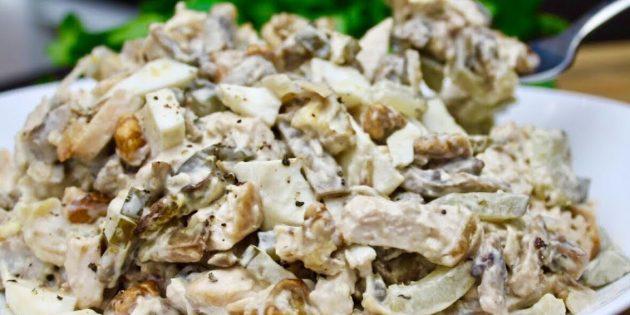 Салат с грибами, орехами и курицей