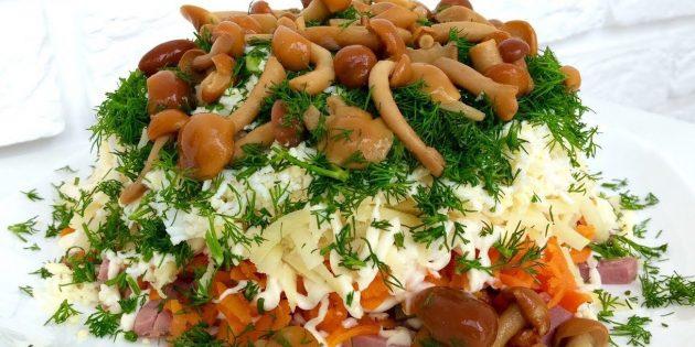 Салат с грибами, ветчиной и огурцами