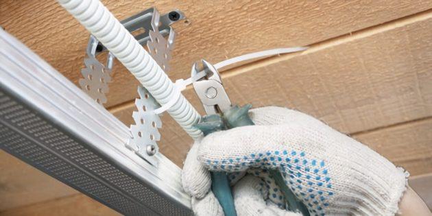 потолок из гипсокартона: смонтируйте проводку и шумоизоляцию