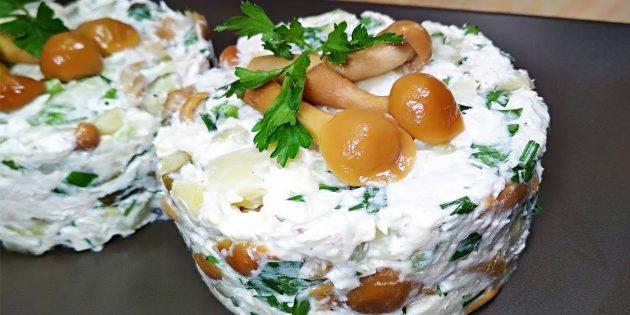 Салат с грибами, курицей и картошкой: простой рецепт