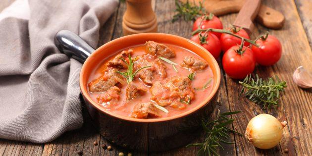 Как приготовить гуляш из свинины с морковью и луком