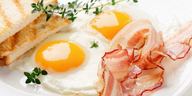 Как приготовить классическую яичницу-глазунью