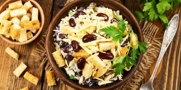 Салат с солёными огурцами и фасолью