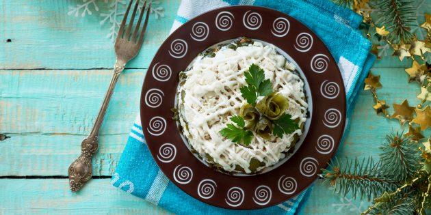рецепт салата с солёными огурцами, курицей и сыром