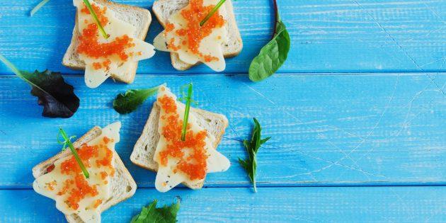 Бутерброды с красной икрой и сыром