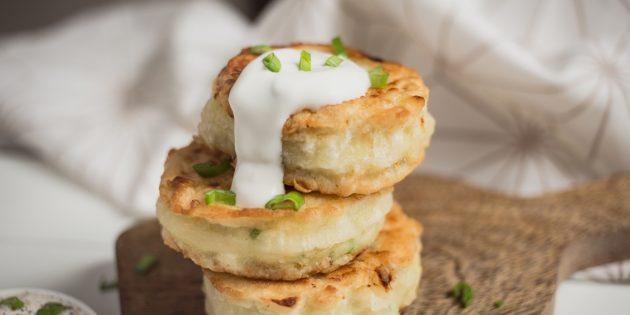Воздушные картофельные оладьи с сыром и зелёным луком