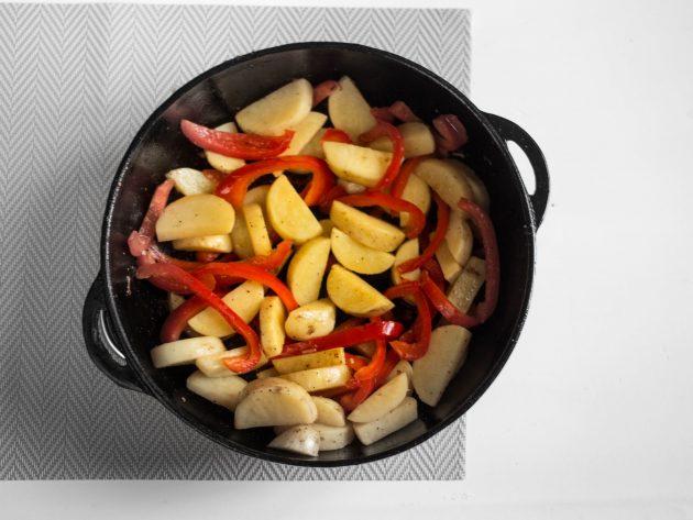 Курица с овощами: добавьте перец и картошку