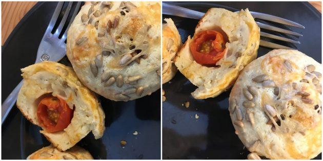 Как приготовить сырные кексы с помидорами: простой рецепт